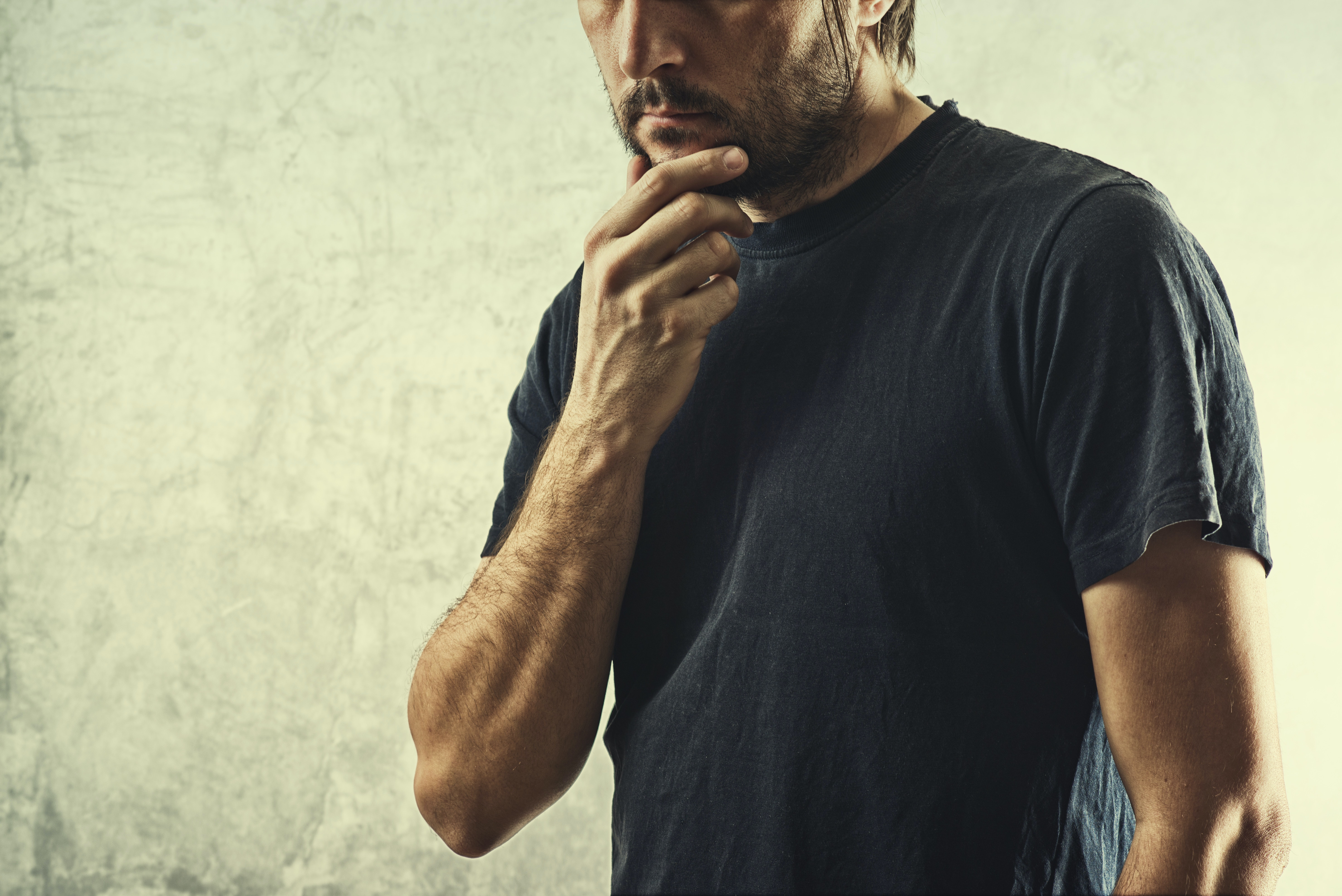 An image depicting a person suffering from amnesia symptoms