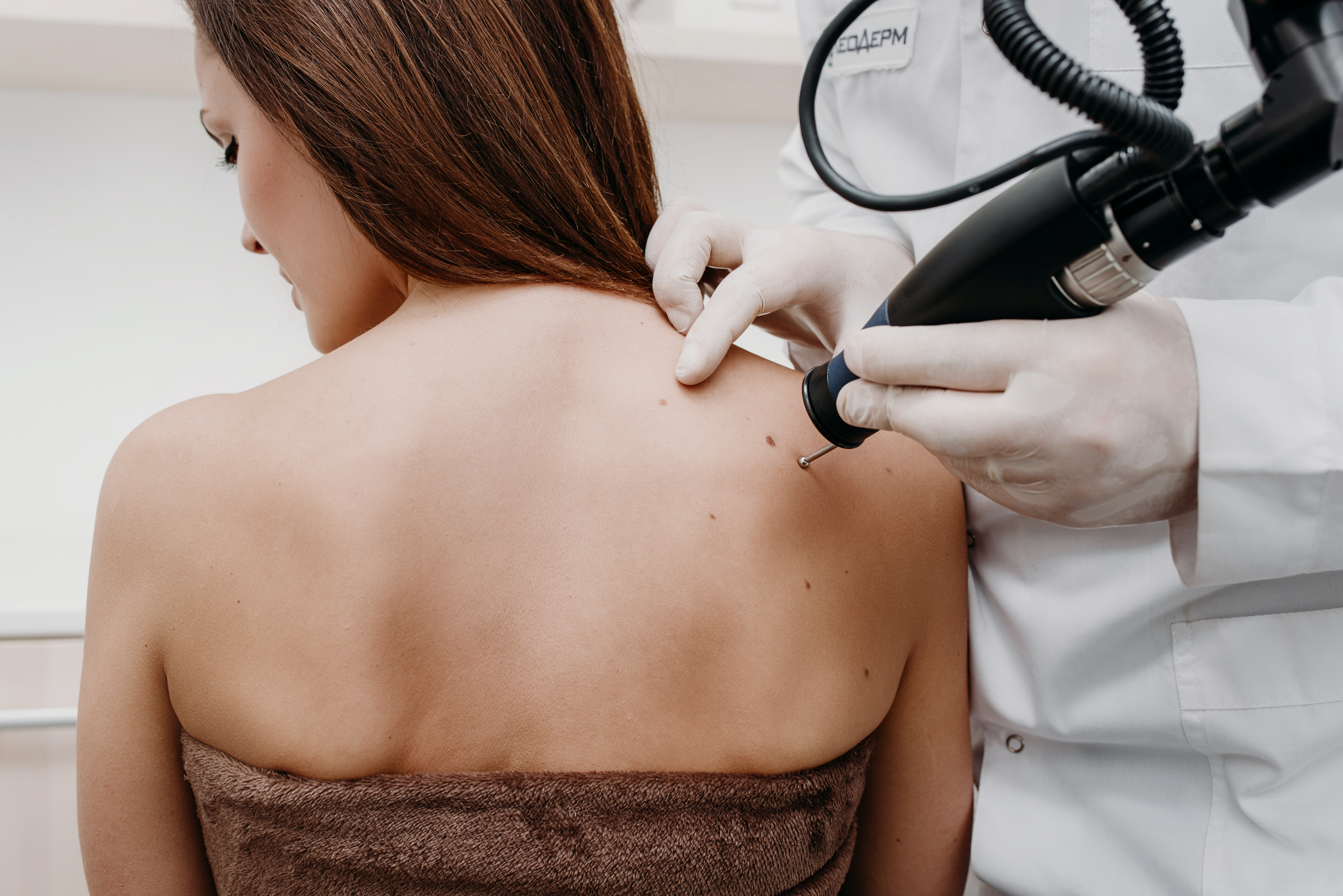 What is a lump on the back near the spine and how to cure it