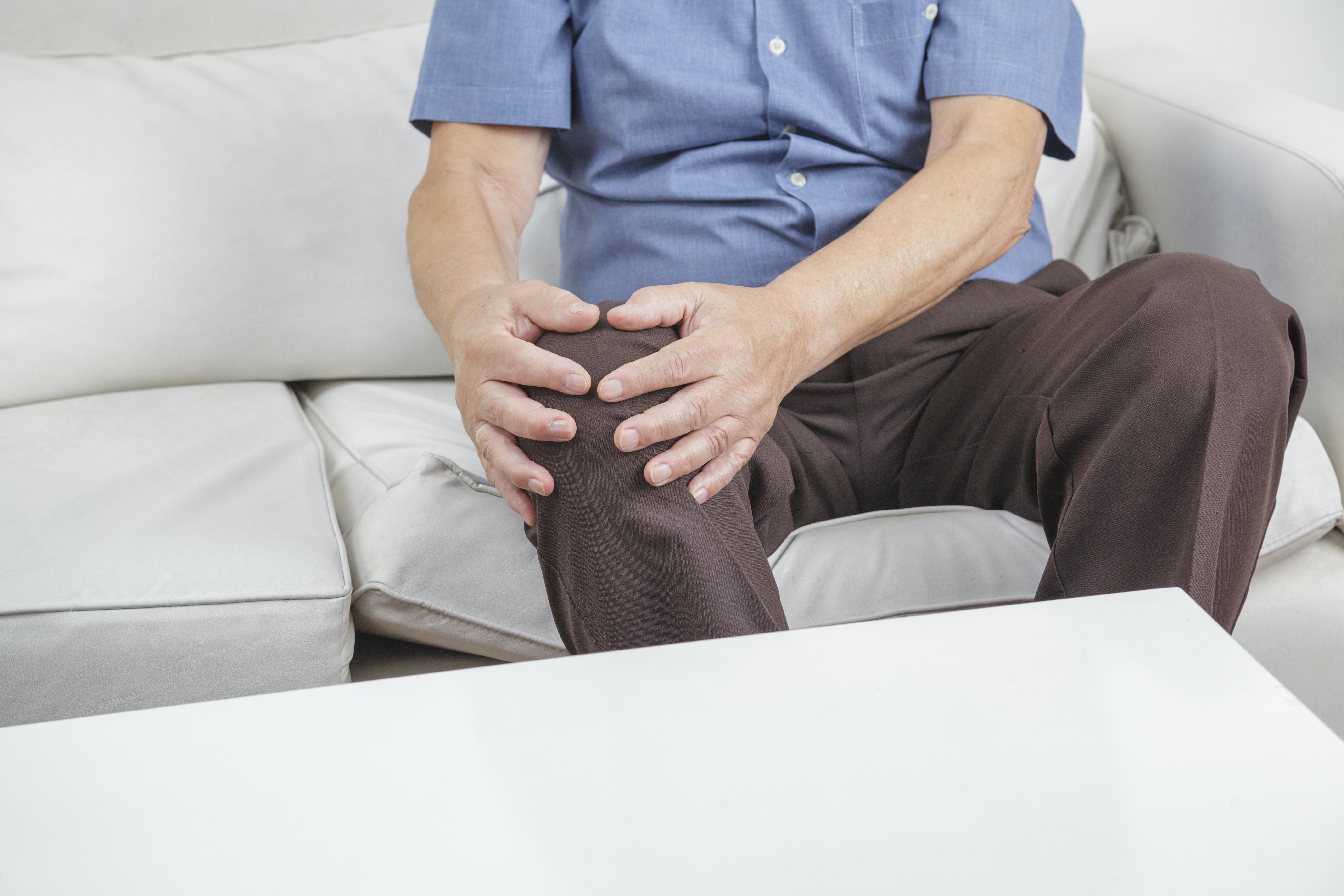 An image depicting a person suffering from knee instability symptoms