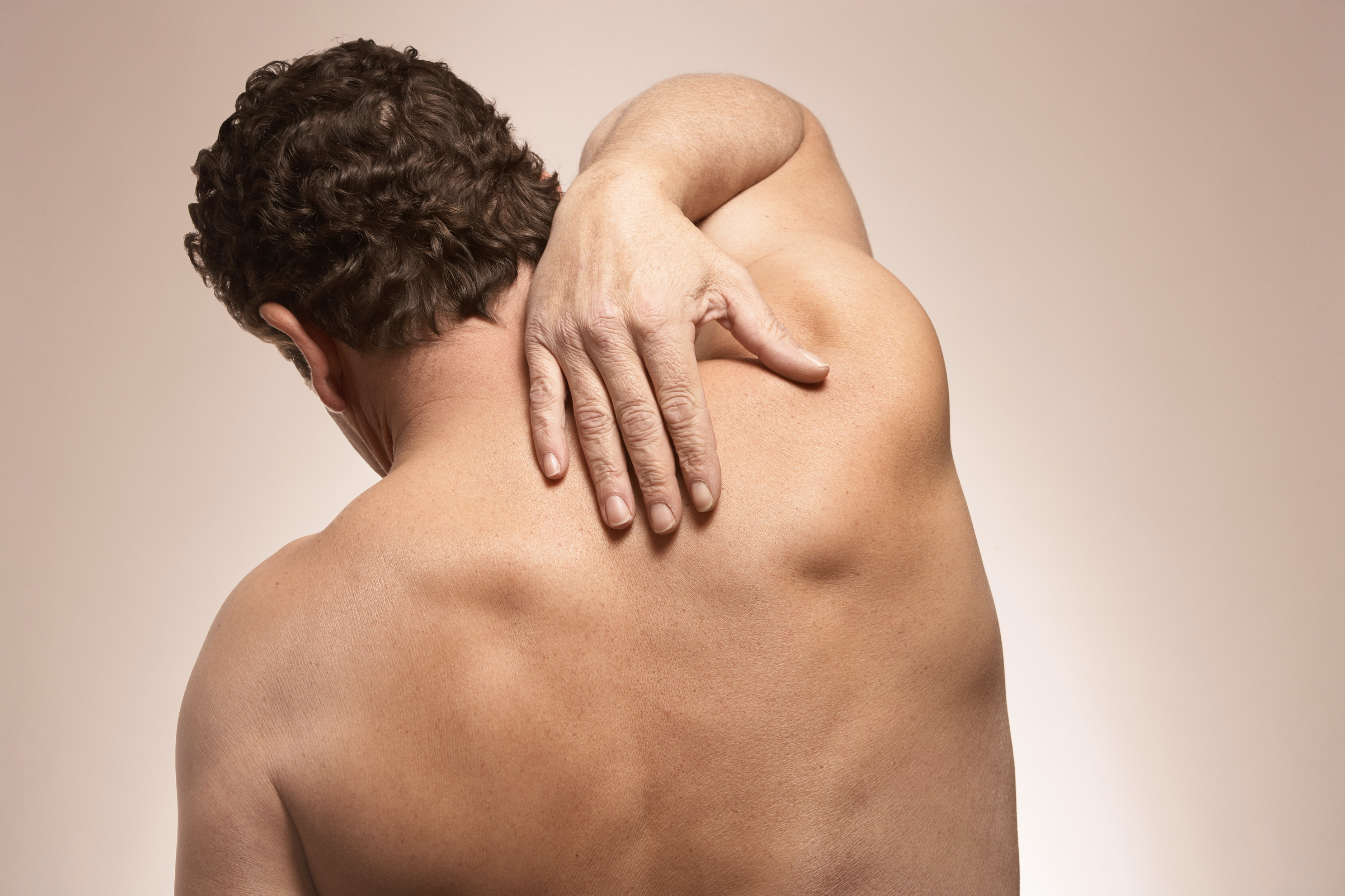 An image depicting a person suffering from mild shoulder pain symptoms