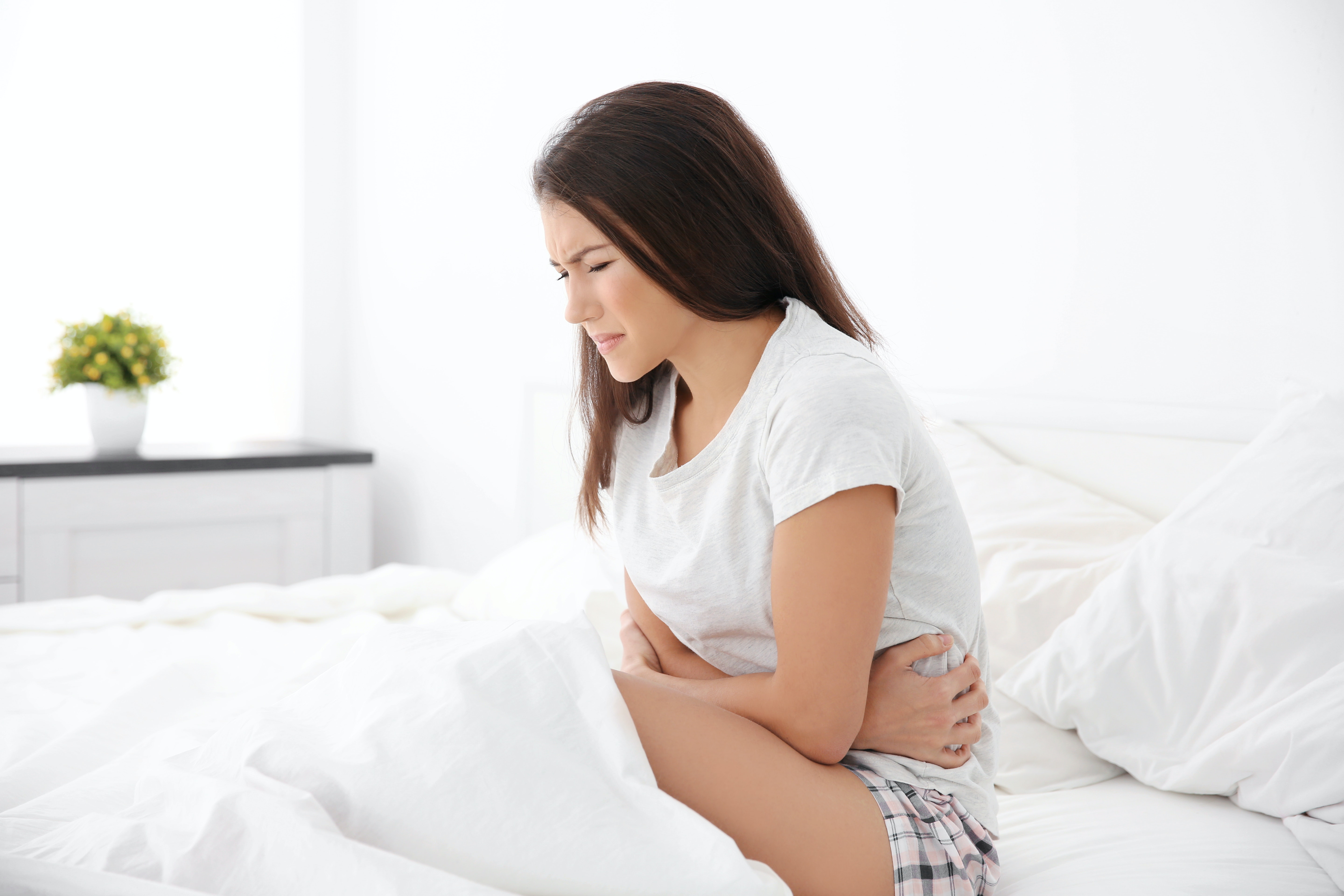 An image depicting a person suffering from pain below the ribs symptoms