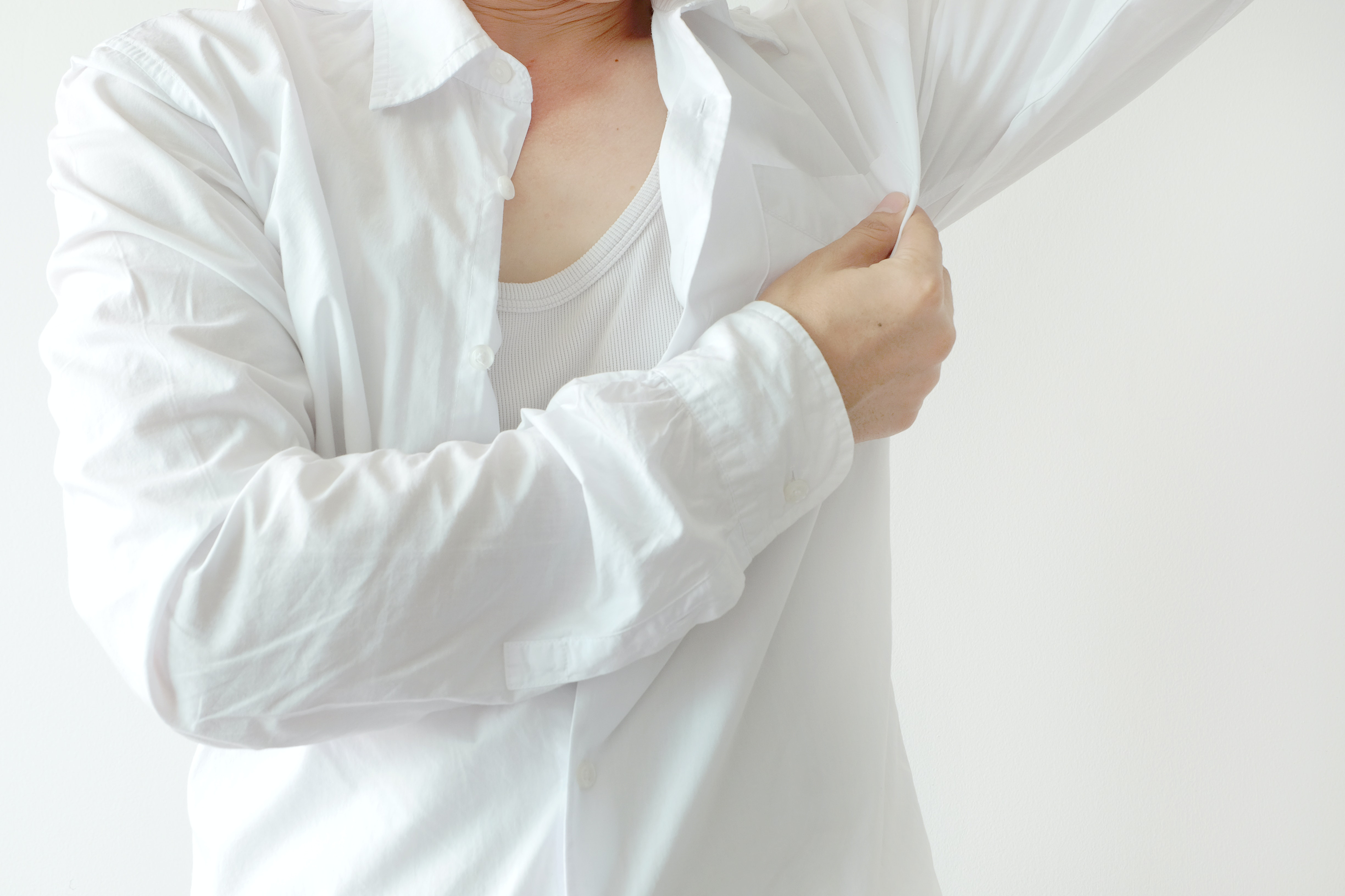 An image depicting a person suffering from pain in one armpit symptoms