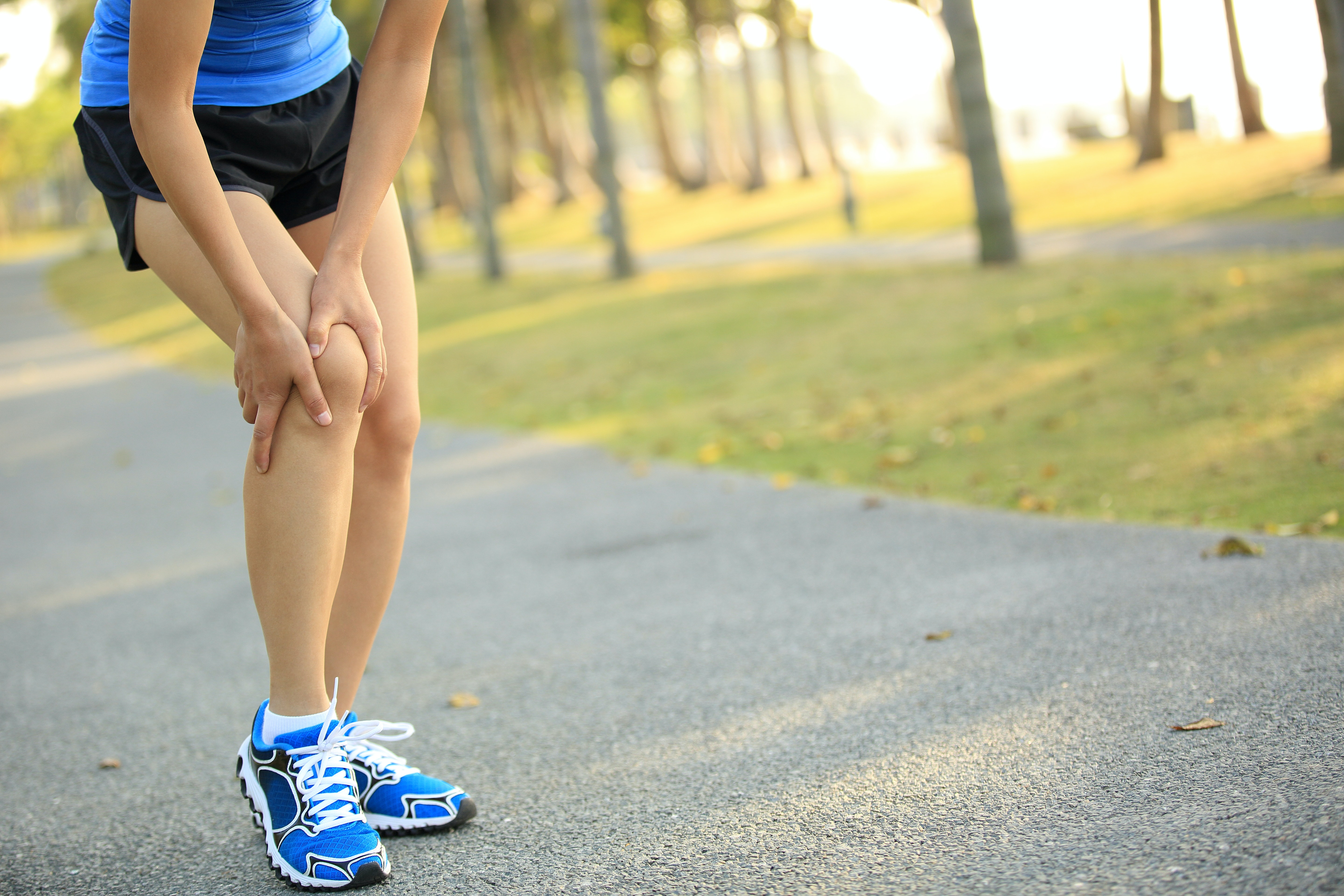 An image depicting a person suffering from pain in the outside of the knee symptoms