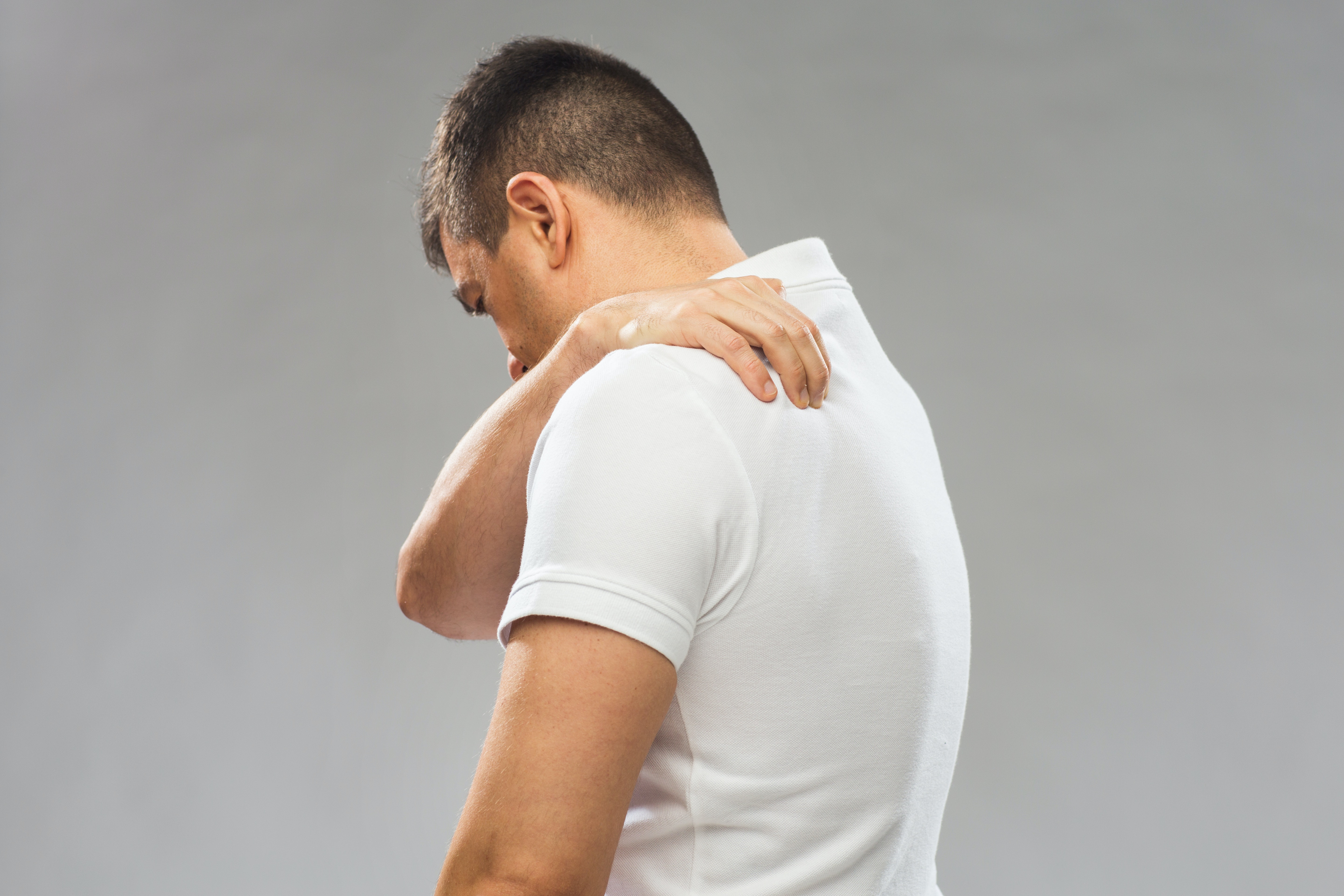 An image depicting a person suffering from rib pain in the upper back symptoms