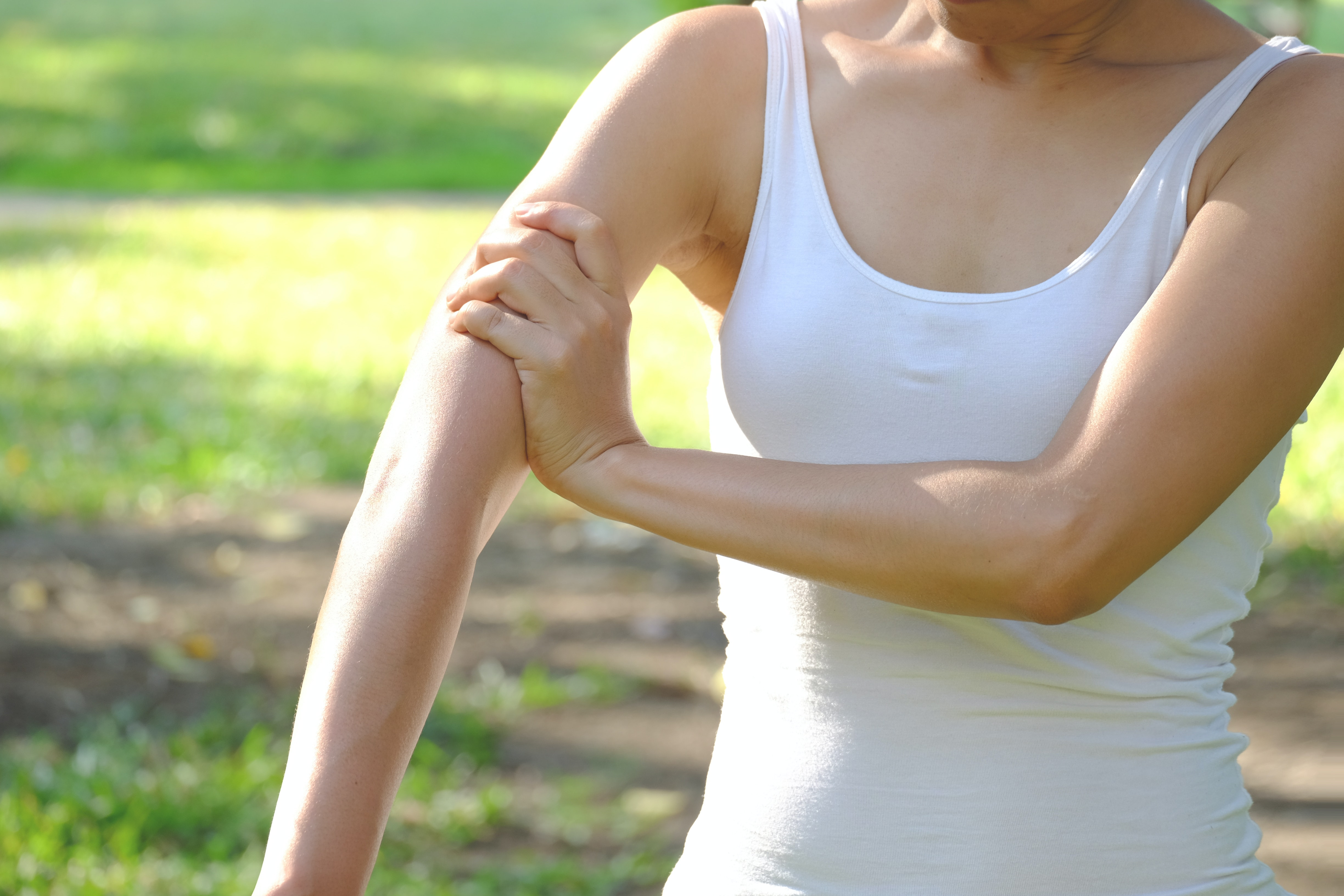 An image depicting a person suffering from severe bicep pain symptoms