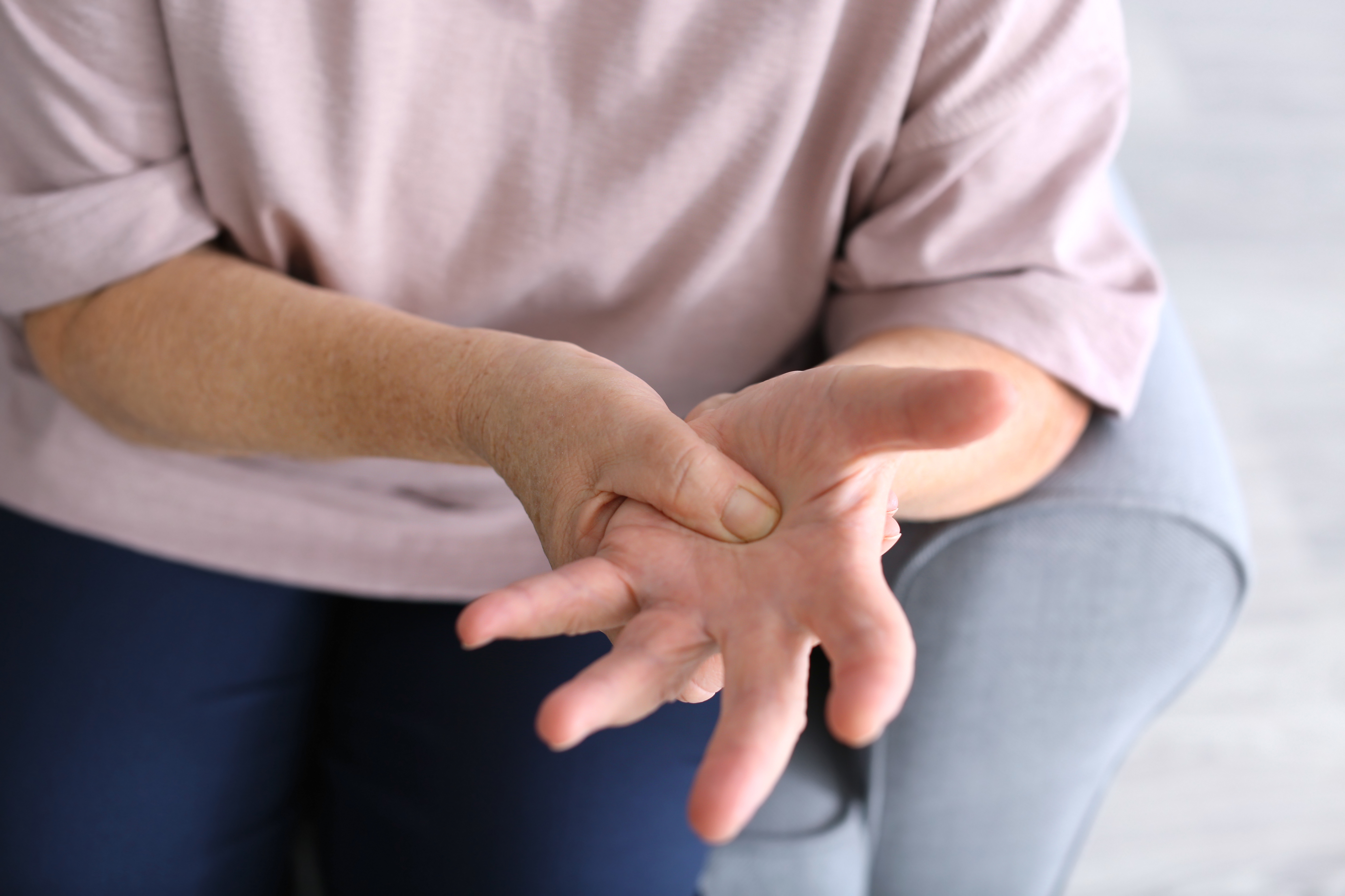 Sharp Hand Pain Symptoms, Causes & Common Questions | Buoy