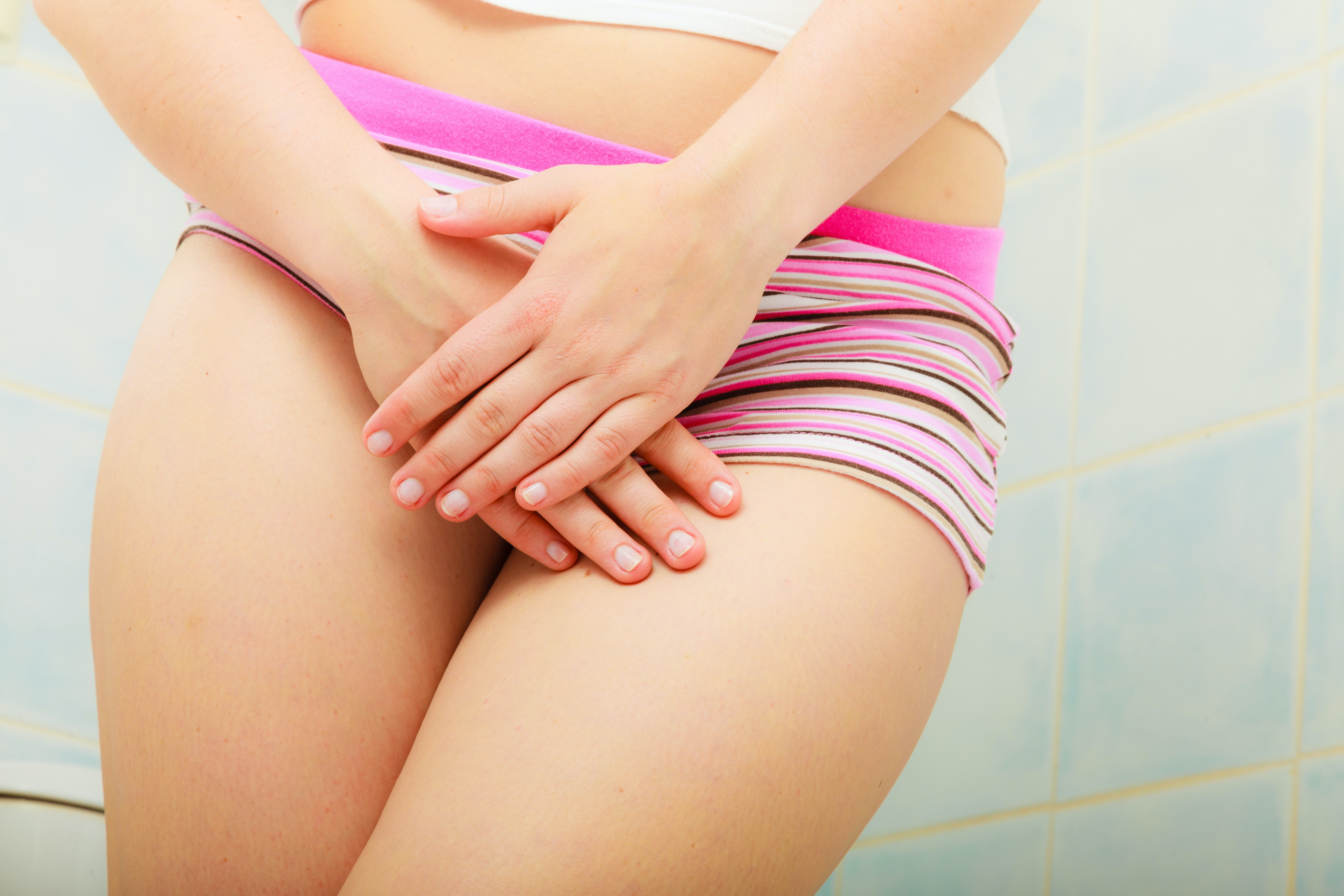 An image depicting a person suffering from skin-colored groin bump symptoms