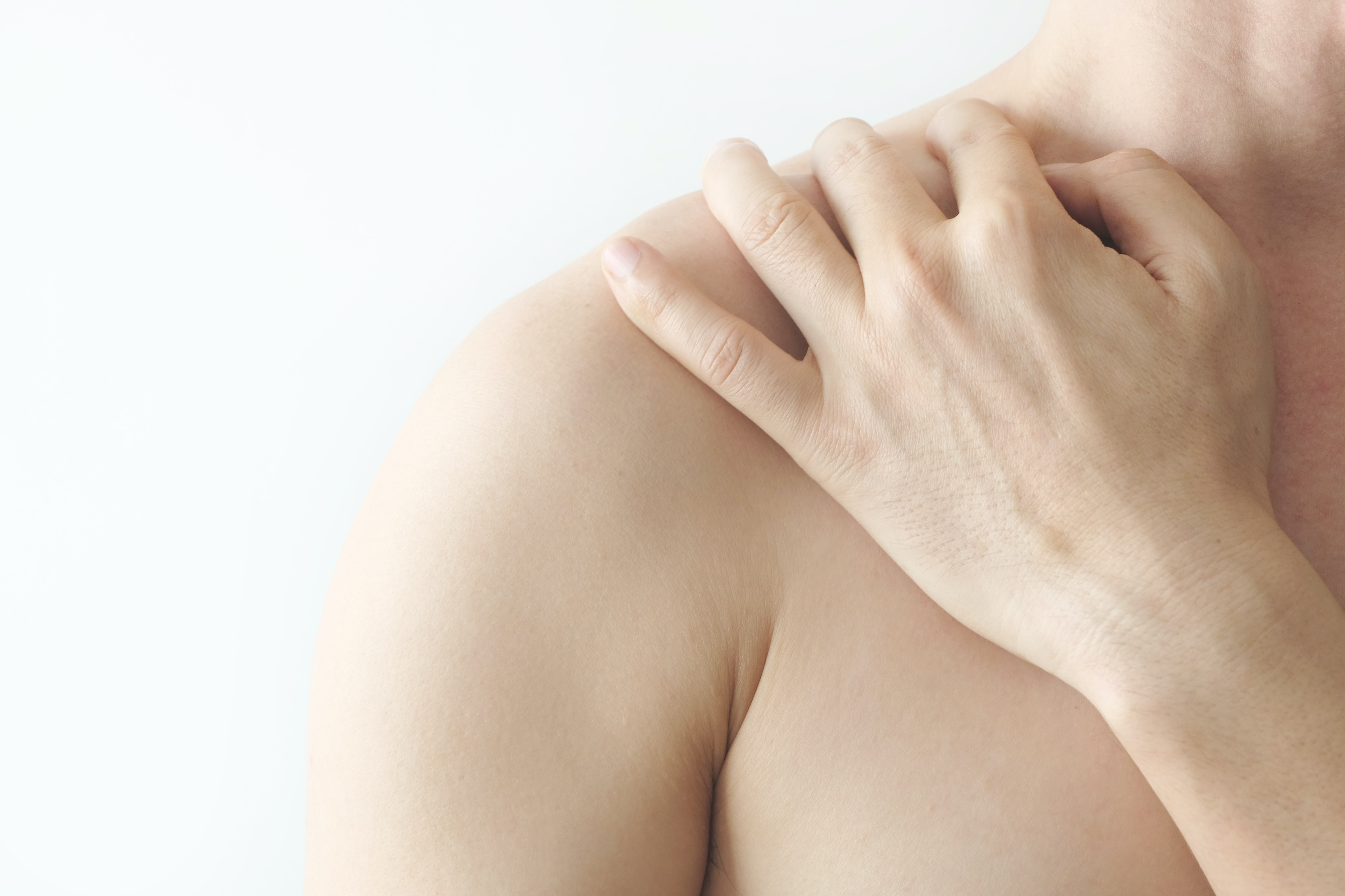 An image depicting a person suffering from skin-colored shoulder mass symptoms