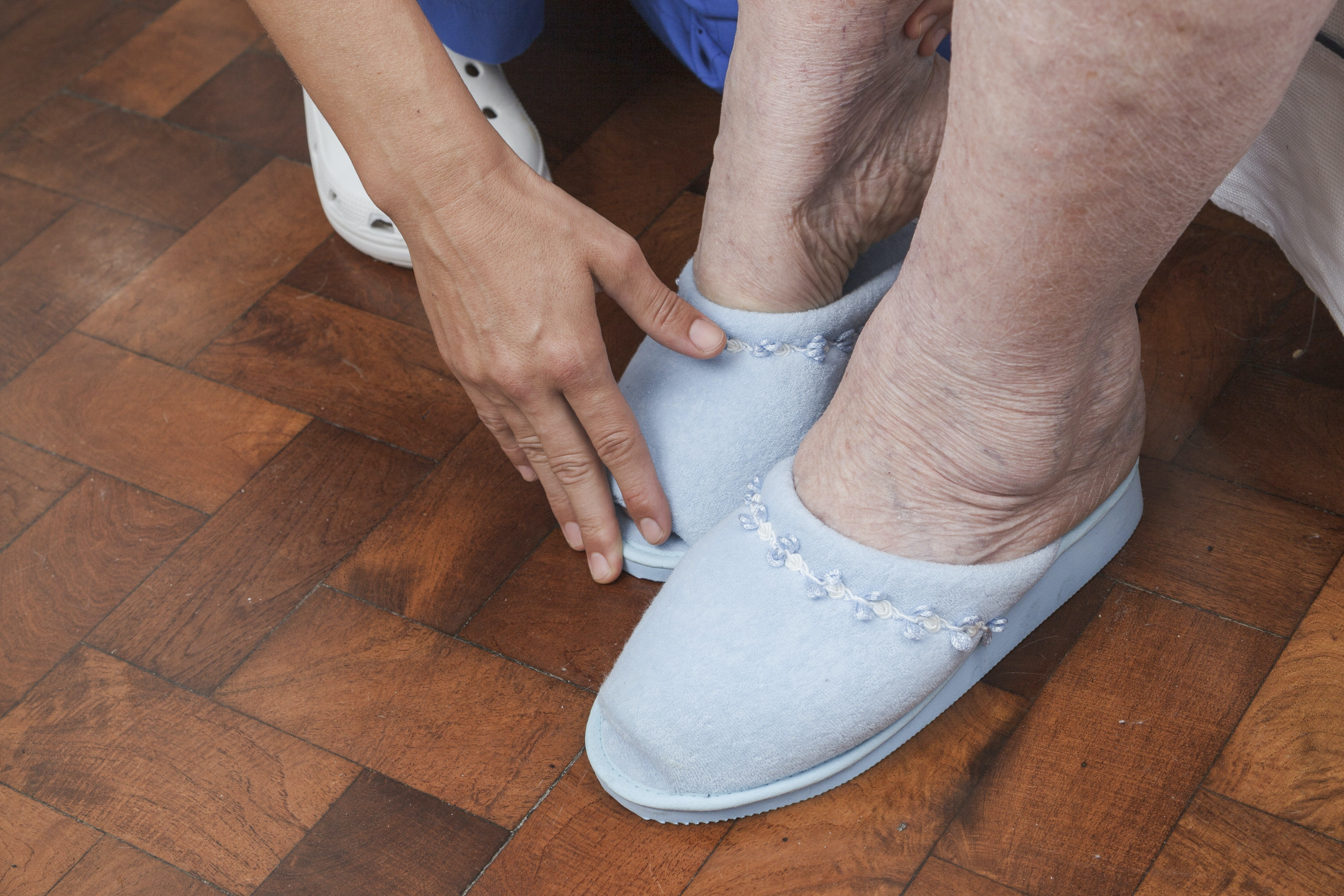 An image depicting a person suffering from swollen ankle symptoms