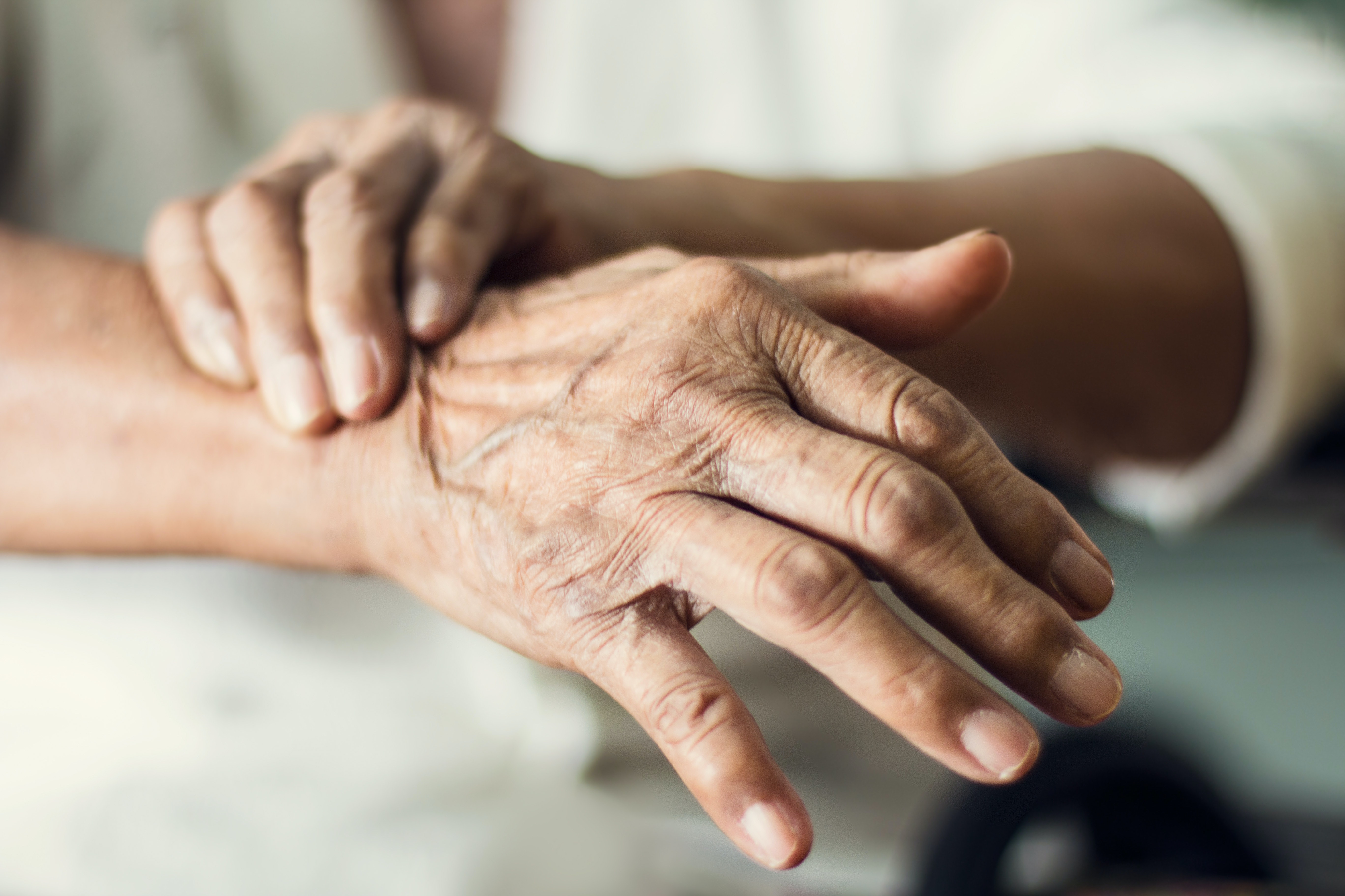 What is hand tremor - causes, symptoms and treatment methods